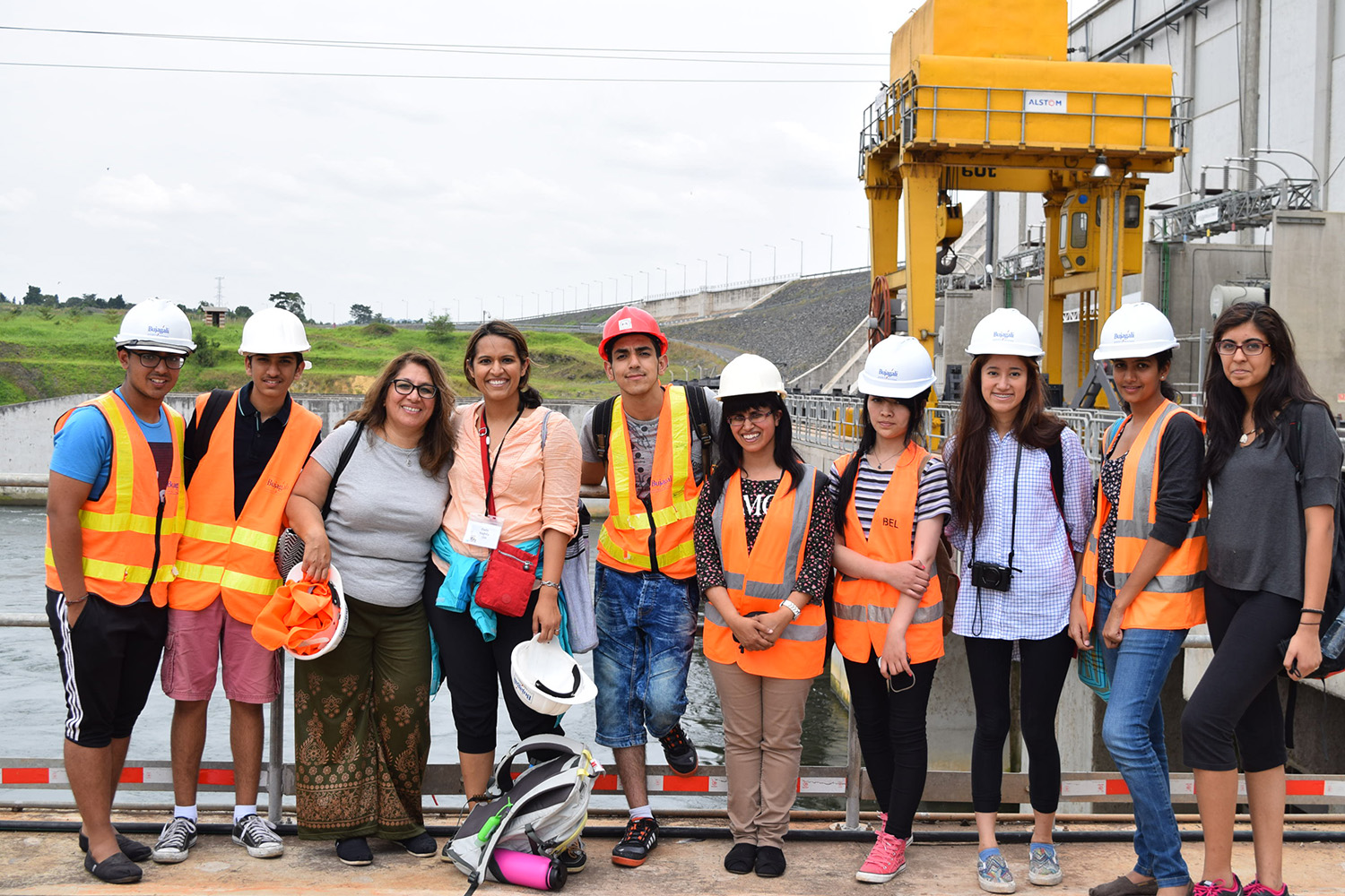 Campers visit the Bujagali Hydroelectric Power Station in Jinja, an AKDN project that generates 250 megawatts and provides significant economic and social benefits to Ugandans. Global Encounters / Nashila Somani Ladha