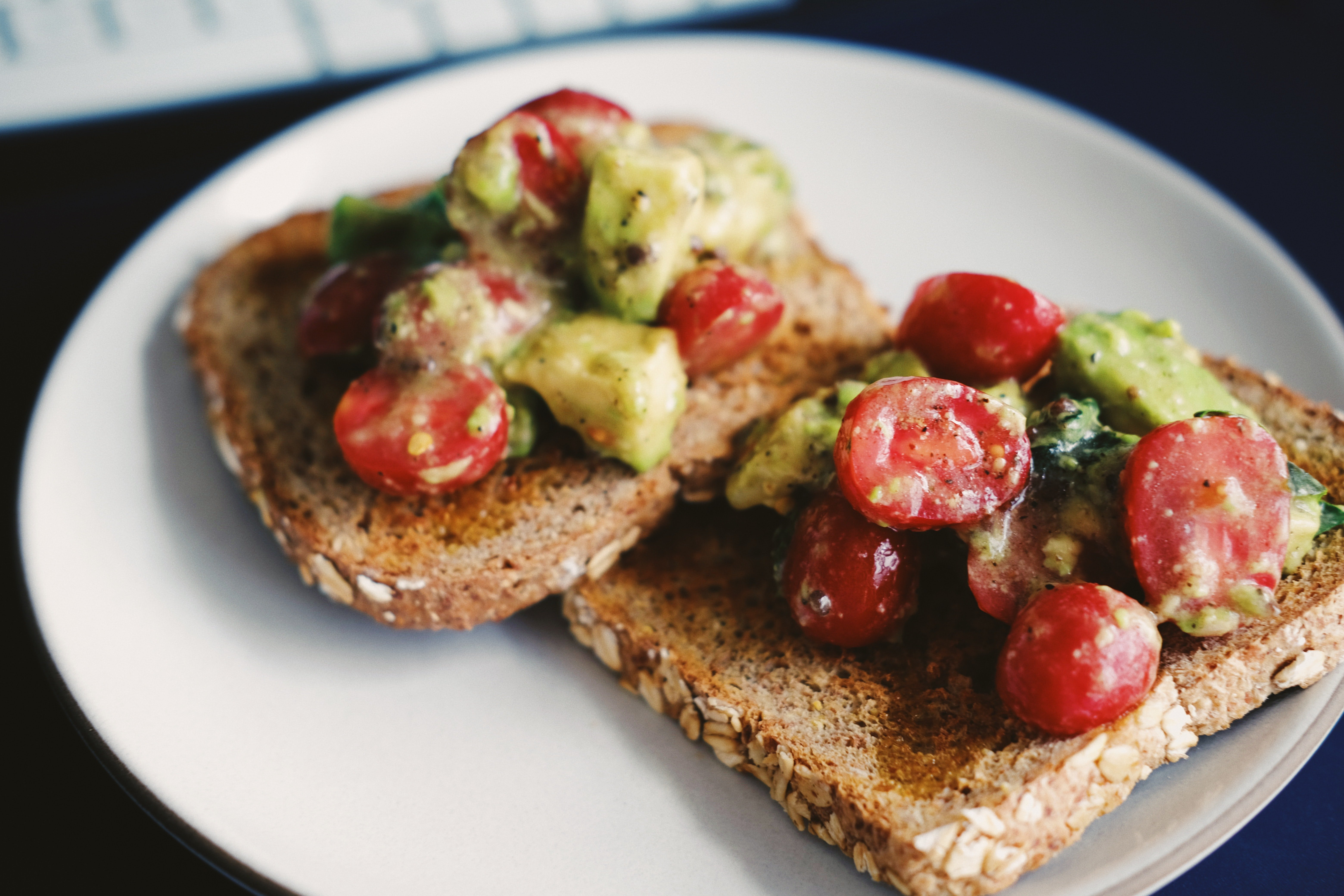 Whole grain toast with tomato and avocado is a quick and healthy snack.