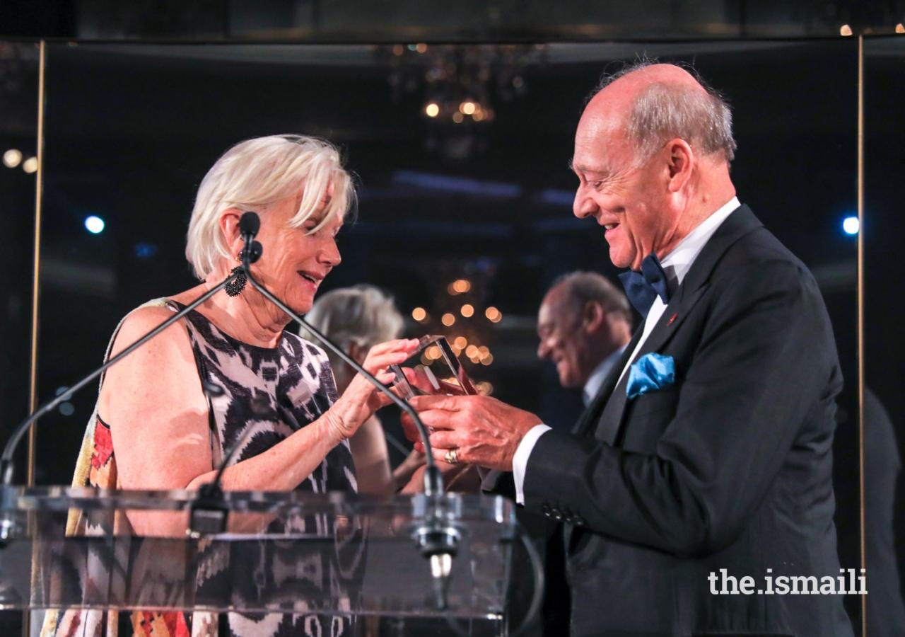 Lorna B. Goodman, Chair of the World Monuments Fund, presents the 2018 Hadrian Award to Prince Amyn.