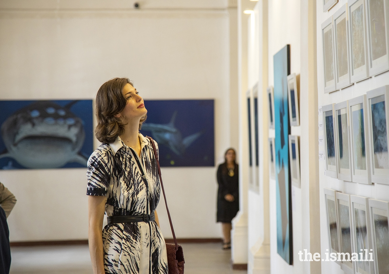 Princess Salwa admires images of Fragile Beauty, an exhibition of Prince Hussain Aga Khan's marine photography in the gallery at Town Jamatkhana in Nairobi, Kenya.