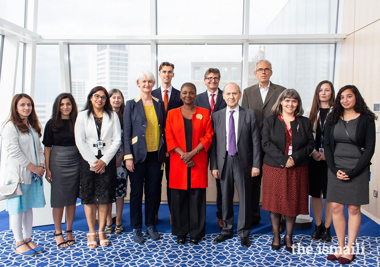 IIS and SOAS leadership, faculty members and students at the celebratory event commemorating the signing of the Memorandum of Agreement between IIS and SOAS.