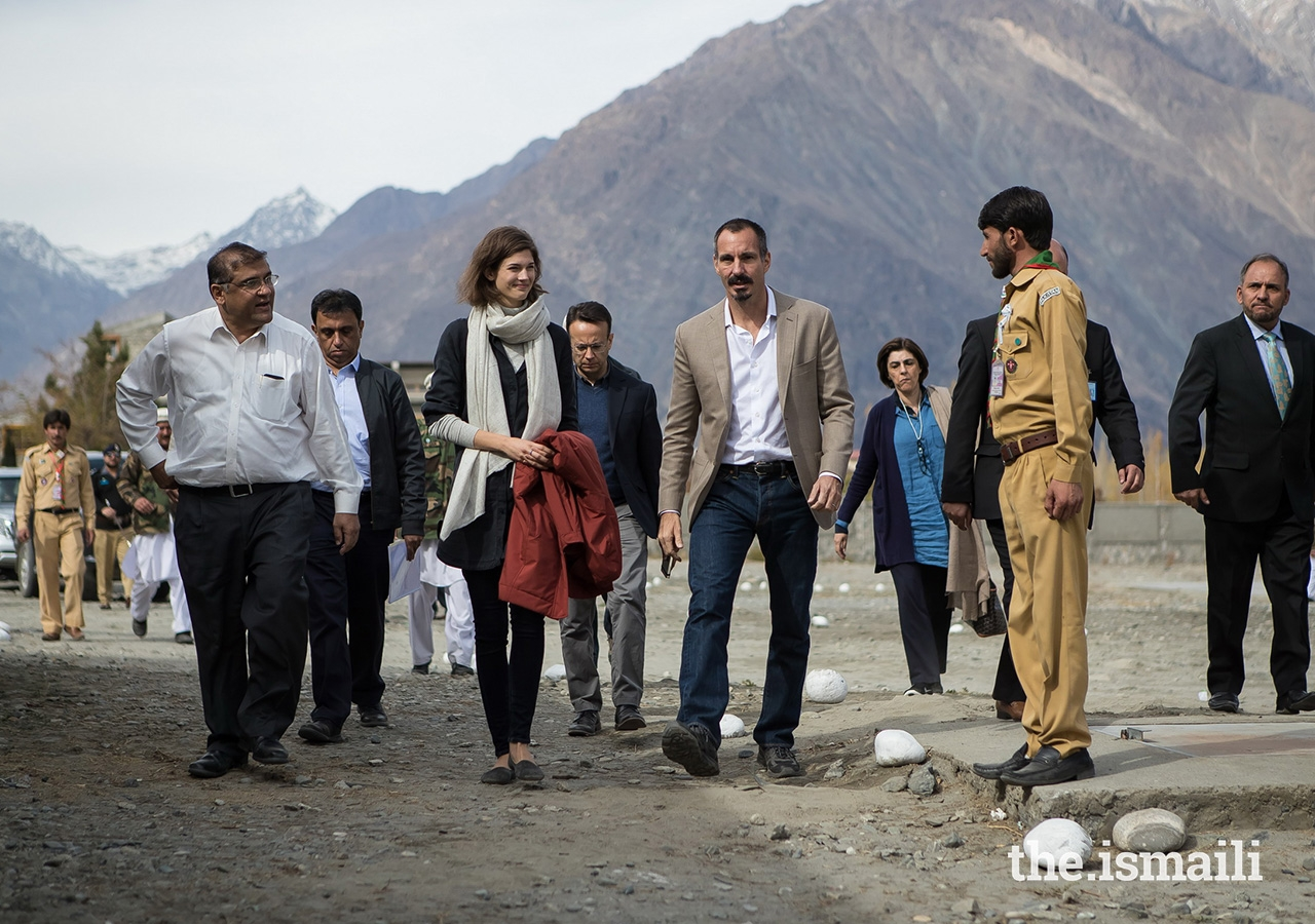 Prince Rahim and Princess Salwa arrive in Gahkuch, Punial Valley, Ghizer District in Gilgit-Baltistan. During their stay in Gahkuch, Prince Rahim and Princess Salwa visited the Aga Khan Higher Secondary School Gahkuch, which is operated by the Aga Khan Education Services (AKES).