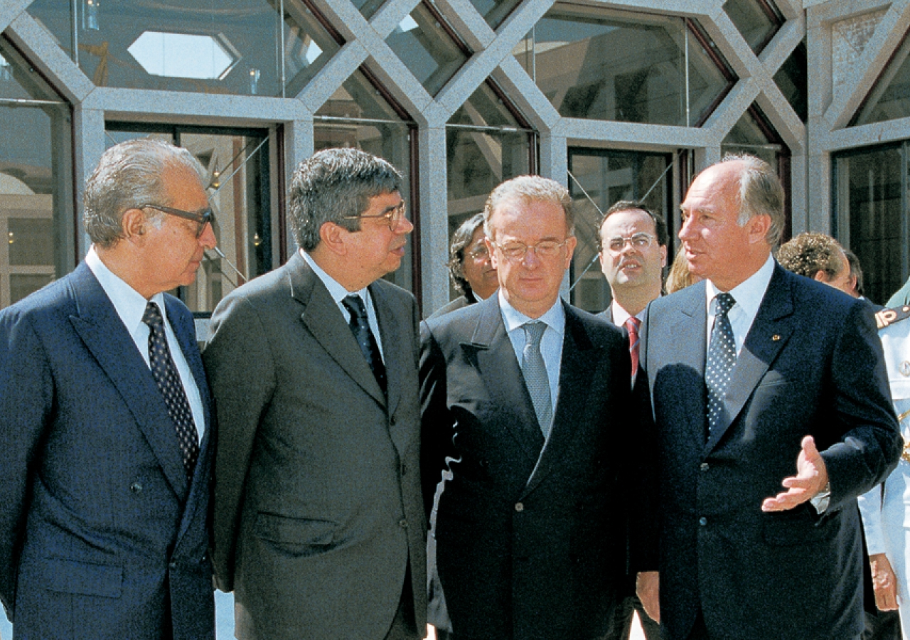 Almeida Santos, President of the Assembly of the Portuguese Republic, Ferro Rodrigues, Minister for Work and Solidarity, President Jorge Sampaio and Mawlana Hazar Imam converse in the Prayer Hall Courtyard of the newly inaugurated Ismaili Centre, Lisbon.