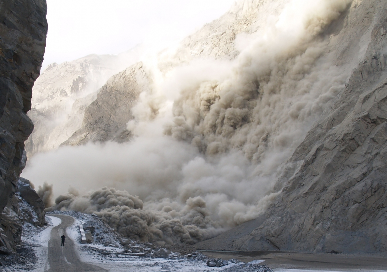 A passer-by photographed the landslide as it started descending on 4 January 2010.