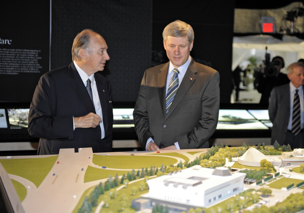 Mawlana Hazar Imam and Prime Minister Stephen Harper in the Exhibition Tent, examining the architectural model.