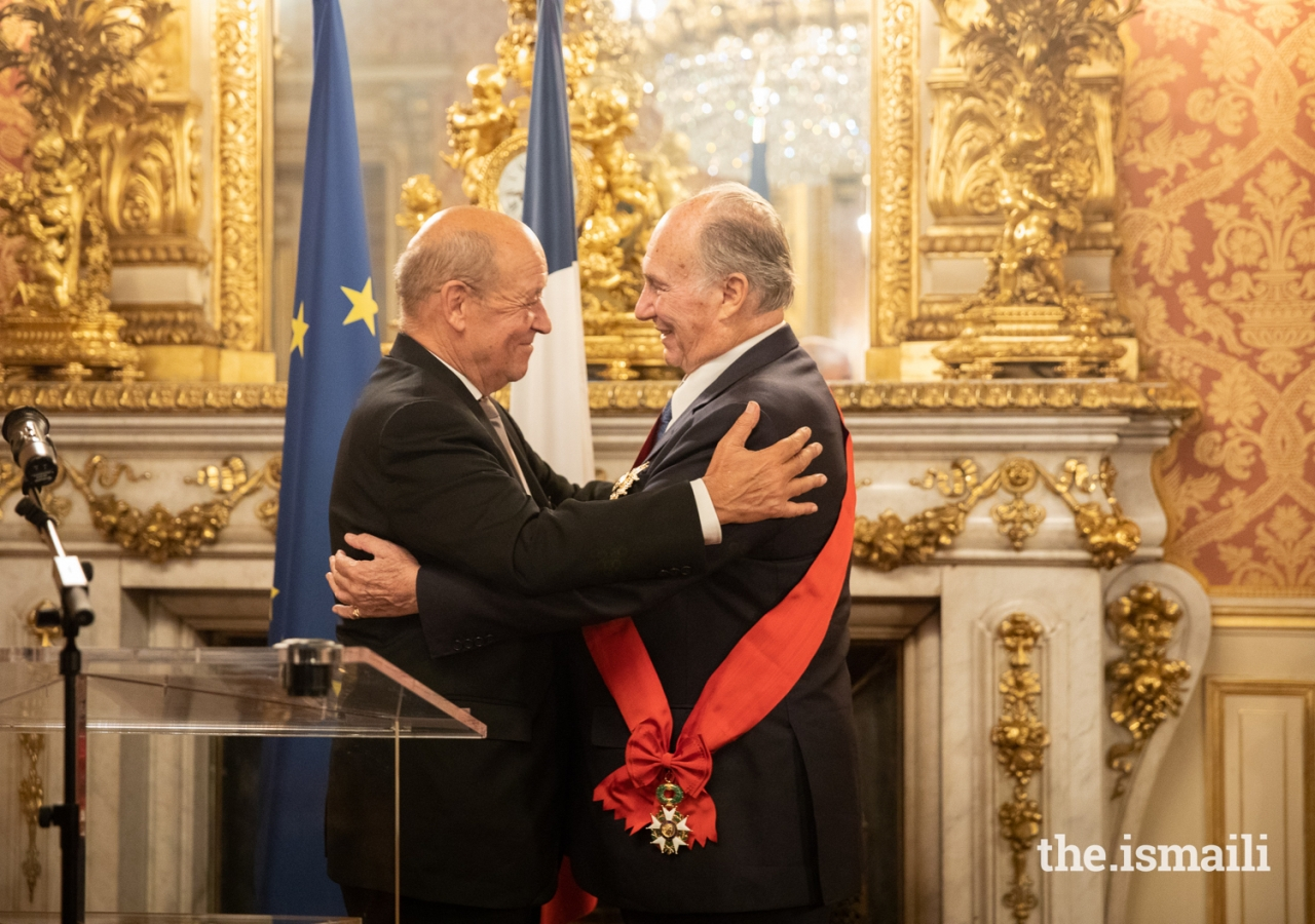 France's Minister for Europe and Foreign Affairs, Jean-Yves Le Drian congratulates Mawlana Hazar Imam for his work over the past 60 years ahead of presenting him the country's highest national medal of honour.