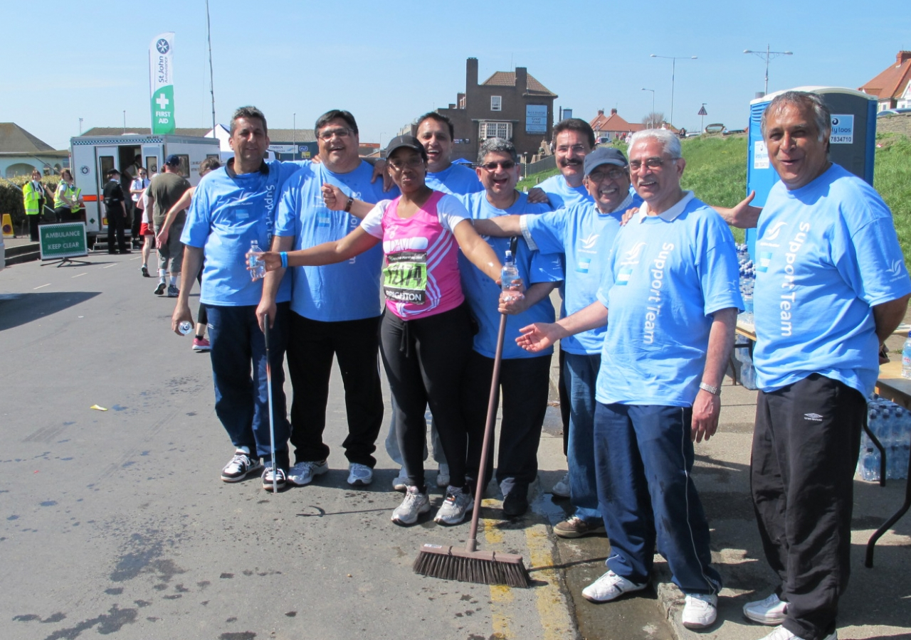 The enthusiastic Ismaili volunteer team made a valuable contribution at the 2011 Brighton Marathon.