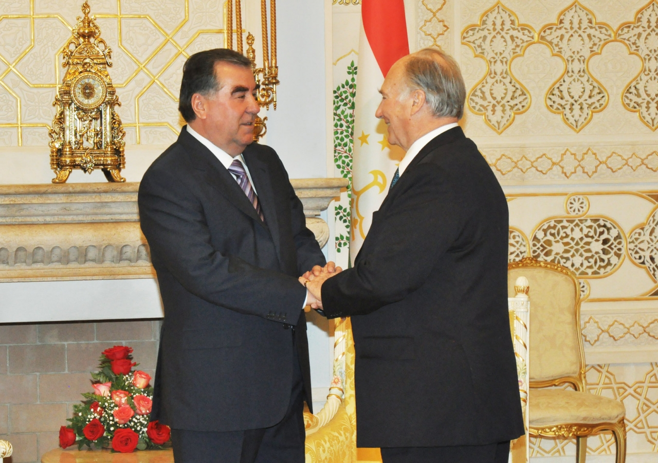 His Exellency Emomali Rahmon, President of Tajikistan welcomes Mawlana Hazar Imam at the Palace of Nations.