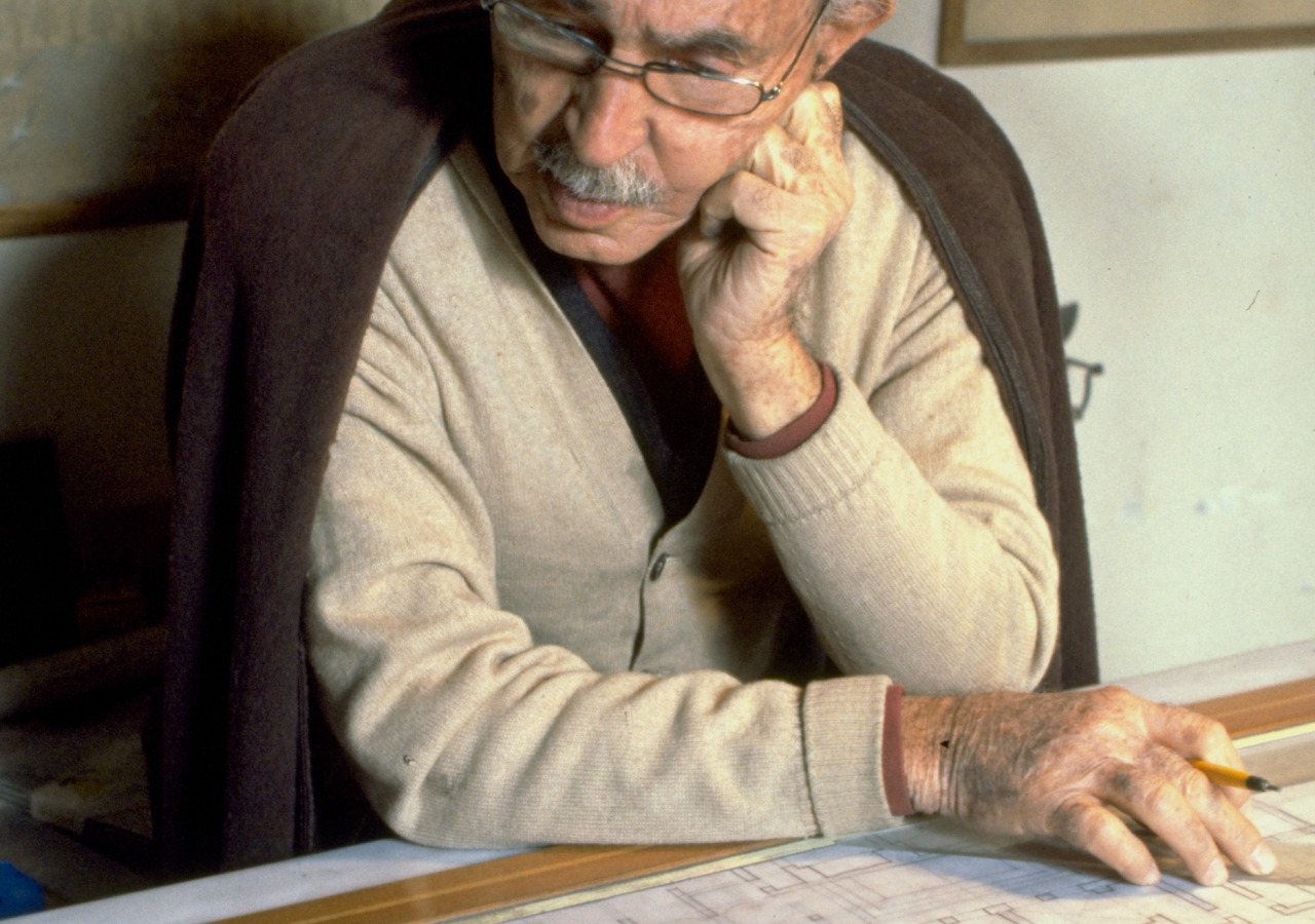 The late Egyptian architect, artist and poet Hassan Fathy, understood the advantages that pre-industrial building systems had in climate control and economic construction and demonstrated how these could be applied to contemporary structures. He was award