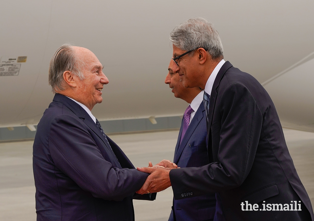 President of the Ismaili Council for Canada Malik Talib welcomes Mawlana Hazar Imam as he arrives in Canada.