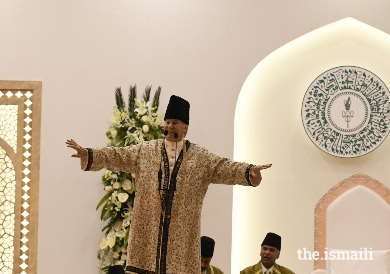 Mawlana Hazar Imam addresses the Jamat at the Diamond Jubilee Darbar in Mumbai.