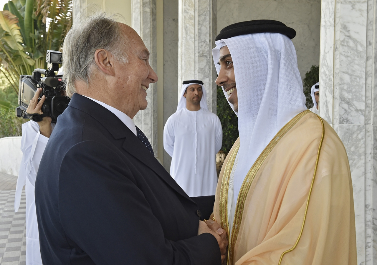 His Highness Sheikh Mansour welcomes Mawlana Hazar Imam to the Presidential Palace in Abu Dhabi, where the Sheikh hosted him at lunch. Gary Otte