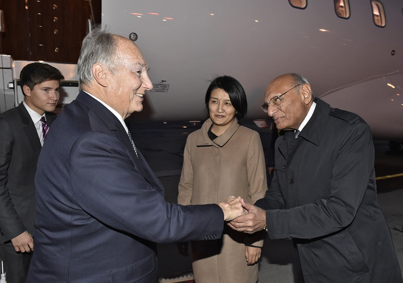 AKDN Resident Representative for Kyrgyzstan Shamsh Kassim-Lakha, who is also the Executive Chairman of the UCA Board Executive Committee, welcomes Mawlana Hazar Imam. Gary Otte