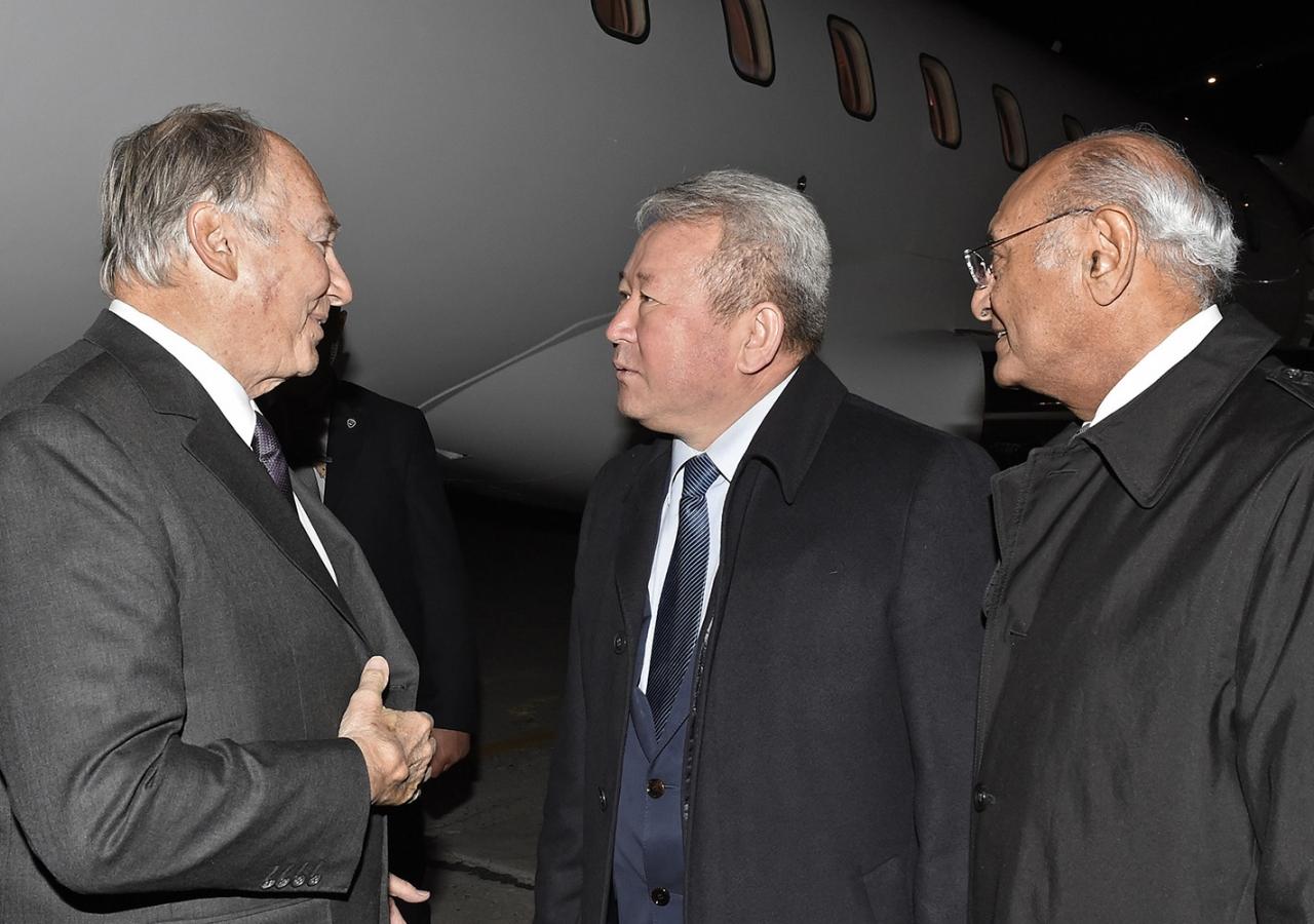 Mawlana Hazar Imam is received by Minister Kanat Sadykov and AKDN Representative Shamsh Kassim-Lakha upon his arrival in Bishkek. AKDN / Gary Otte