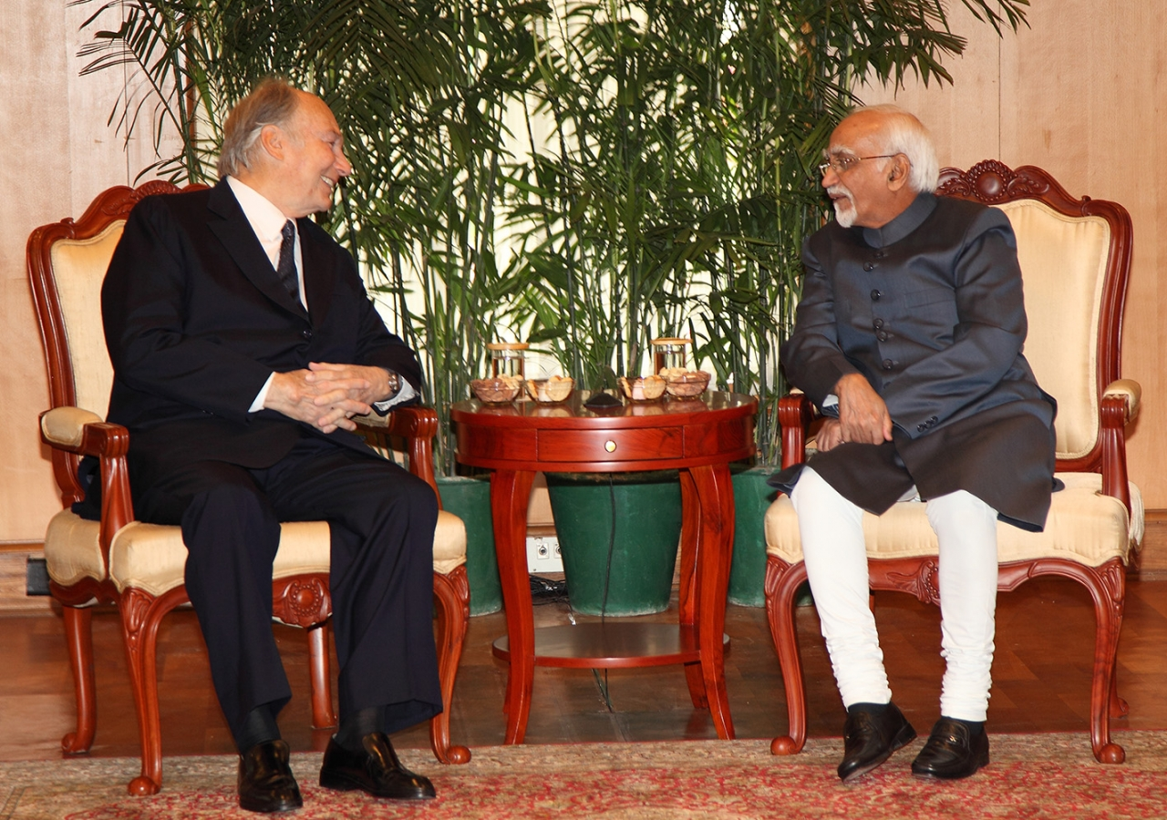Mawlana Hazar Imam meeting with India's Vice President, Shri M. Hamid Ansari at his official residence. TheIsmaili / Aziz Ajaney