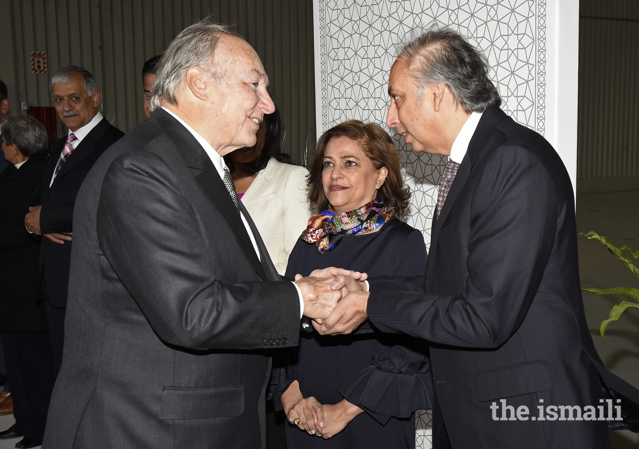 AKDN Resident Representative for Canada Dr Mahmoud Eboo and his wife bid farewell to Mawlana Hazar Imam upon his departure.