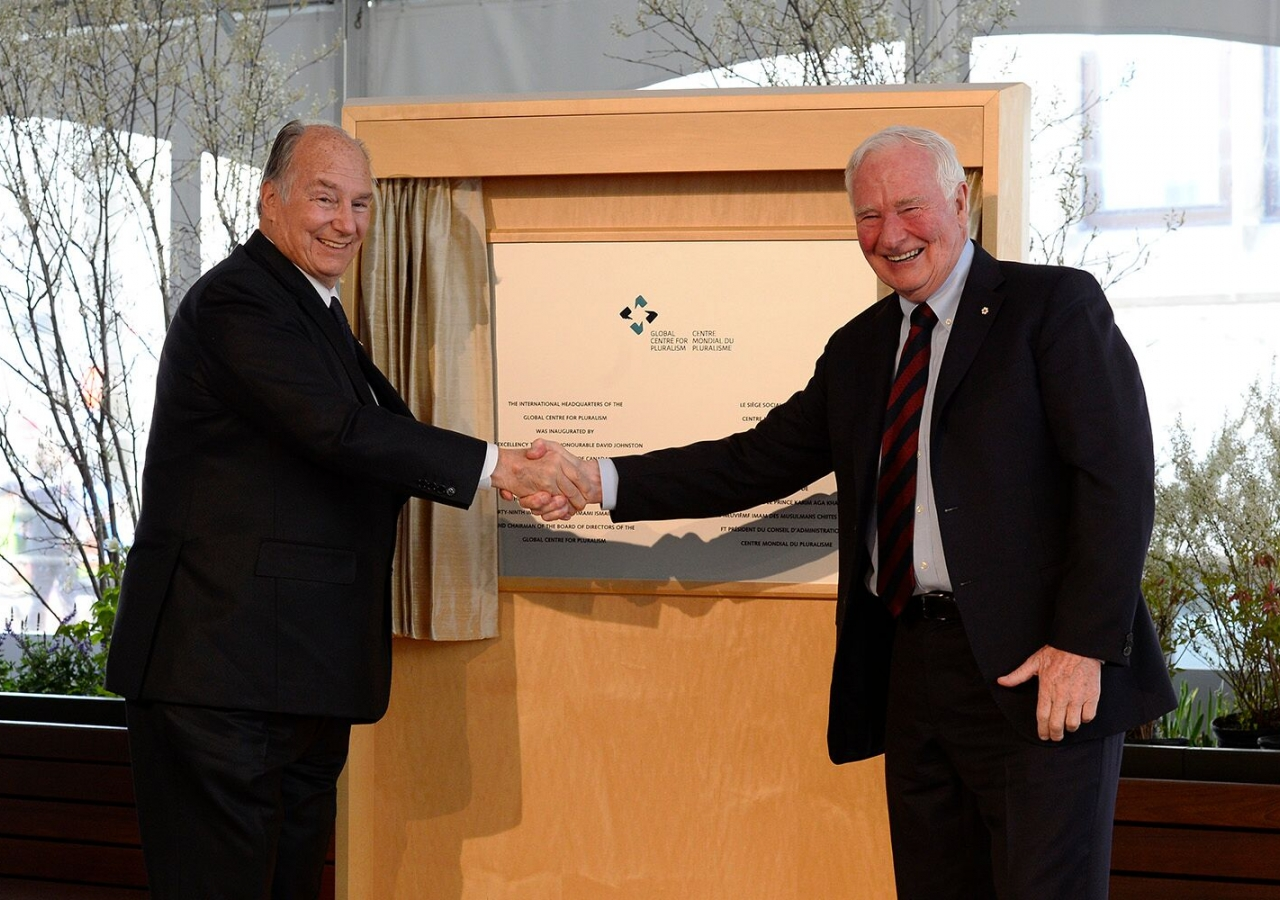 Mawlana Hazar Imam and Canadian Governor General David Johnston unveil a plaque marking the opening of the international headquarters of the Global Centre for Pluralism in Ottawa.