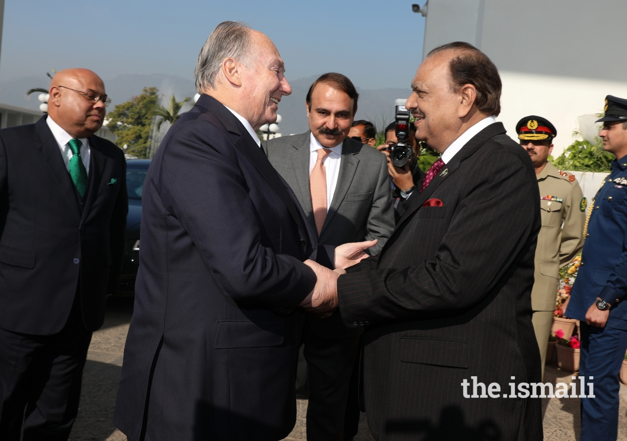 Mawlana Hazar Imam is welcomed by President Mamnoon Hussain upon his arrival at the Presidency