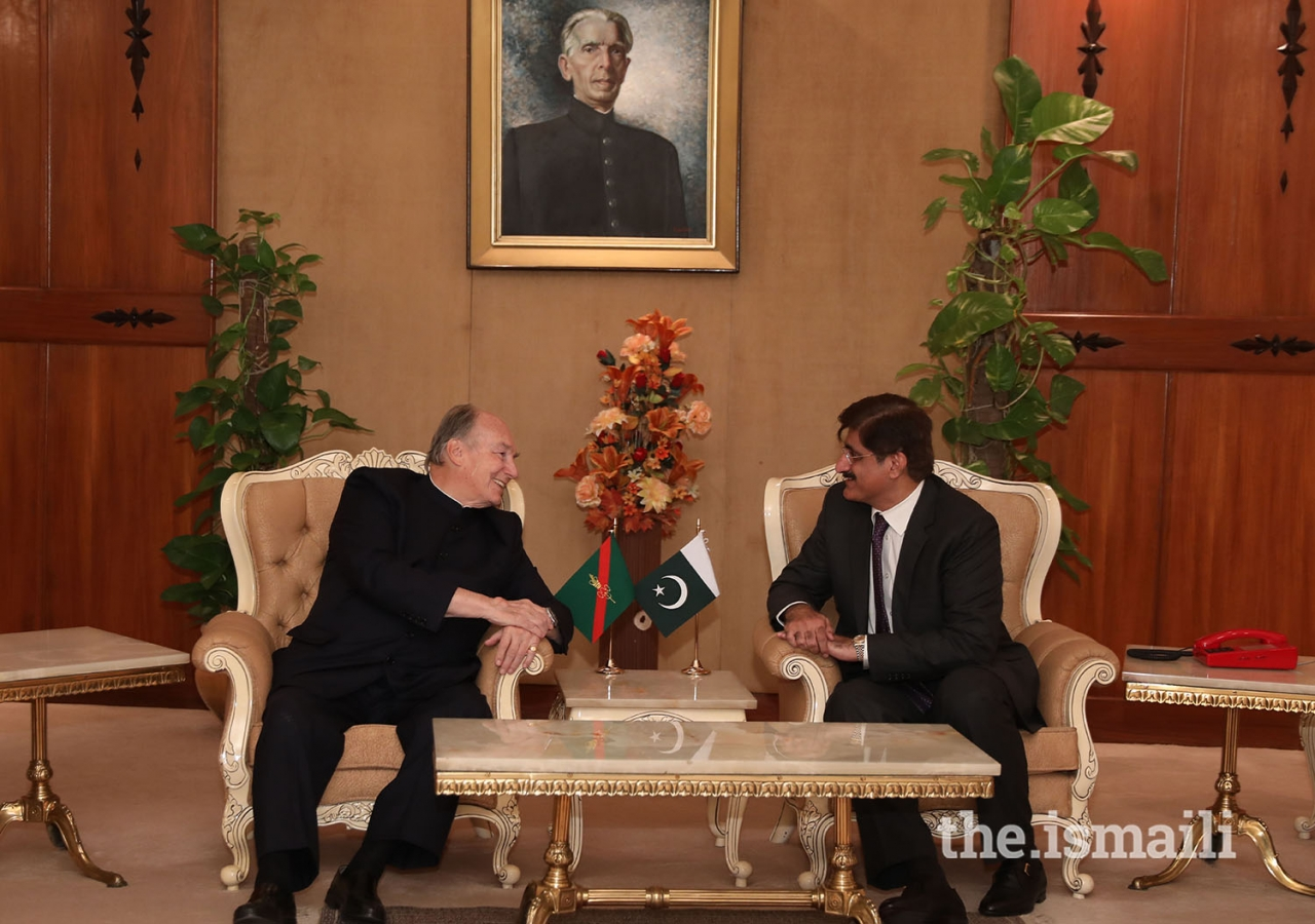 Chief Minister of Sindh, Syed Murad Ali Shah, meets with Mawlana Hazar Imam on his departure from Karachi
