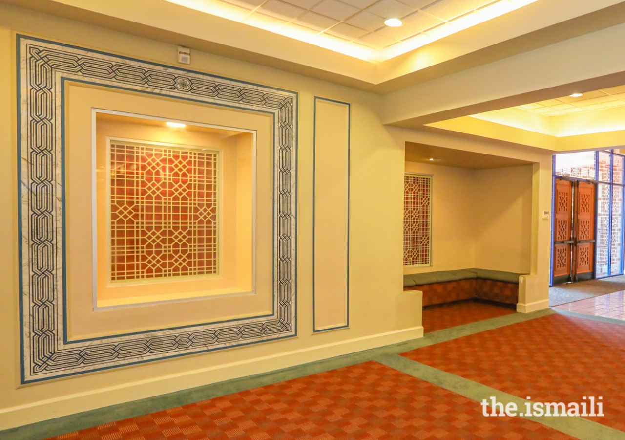 """Jali work surrounded by marble with """"Allah"""" etched in Kufic script inside the Ismaili Jamatkhana, Atlanta"""