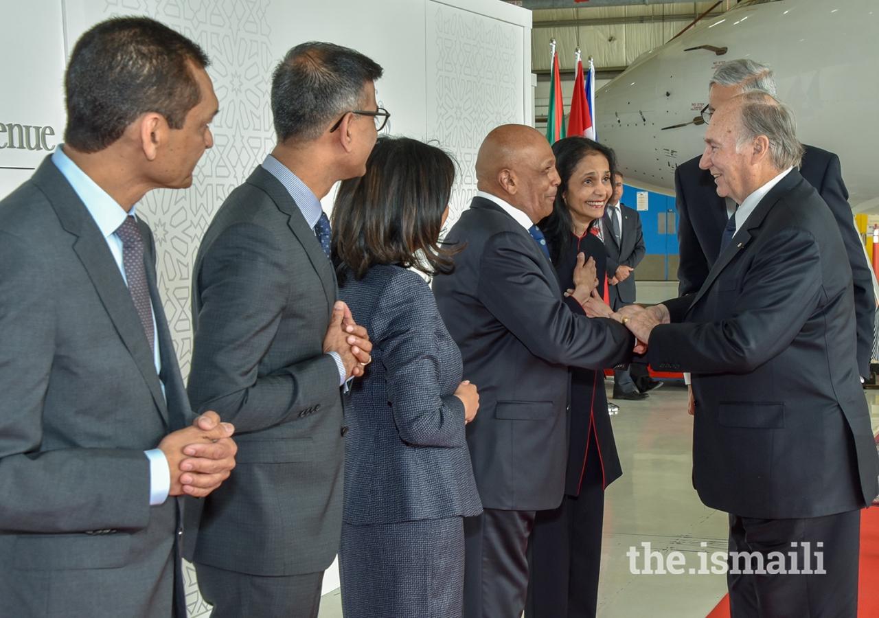 President Fauzia Lalani-Khudabux and Nazir Khudabux welcome Mawlana Hazar Imam on behalf of the Edmonton & Prairies Jamats.