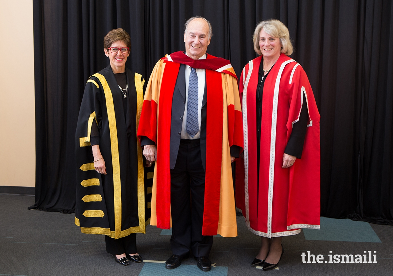 Mawlana Hazar Imam with University of Calgary Chancellor Deborah Yedlin (left) and President and Vice-Chancellor Elizabeth Cannon (right).