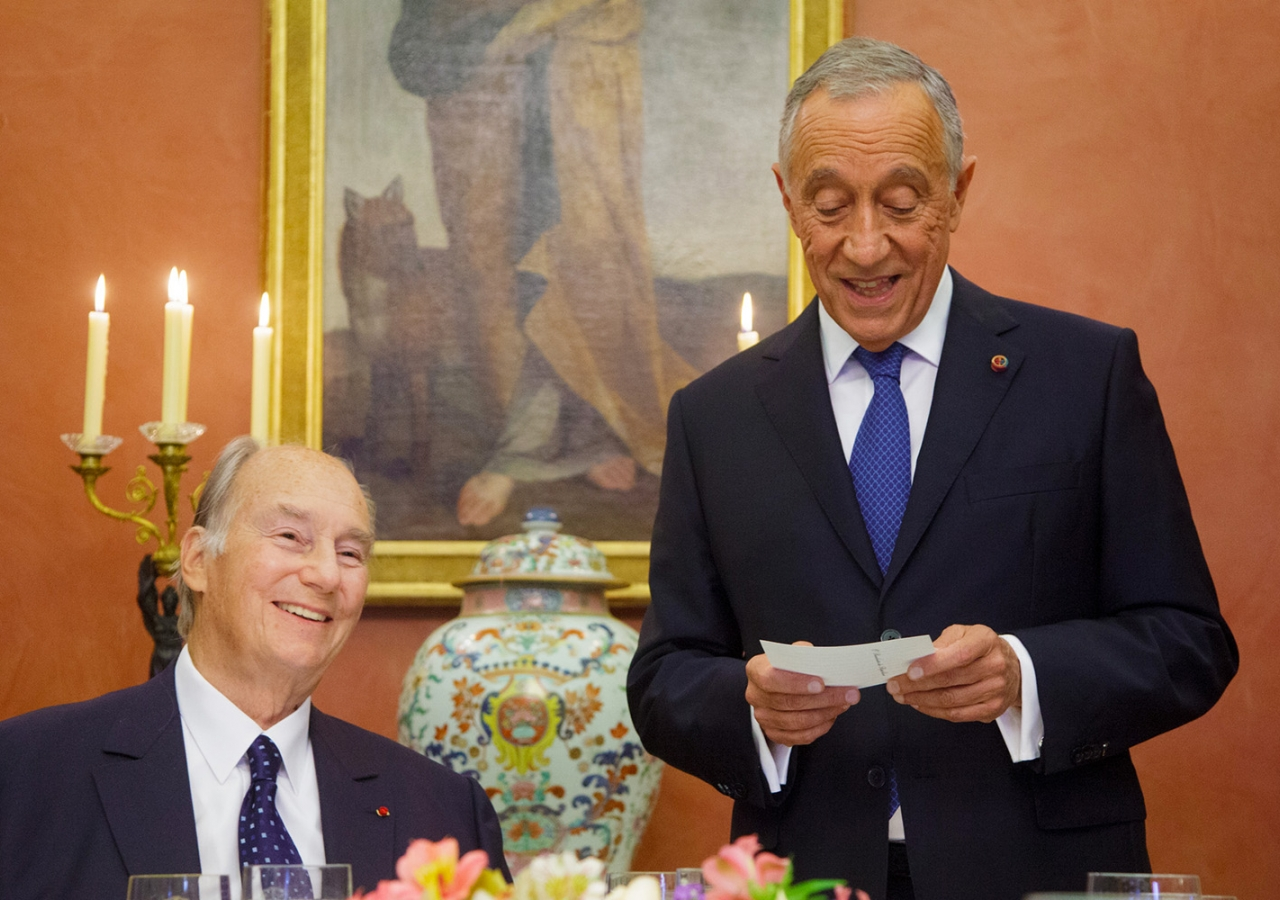 The President of Portugal, His Excellency Marcelo Rebelo de Sousa welcomes Mawlana Hazar Imam during a dinner hosted by the President in Hazar Imam's honour. AKDN / Luis Filipe Catarino