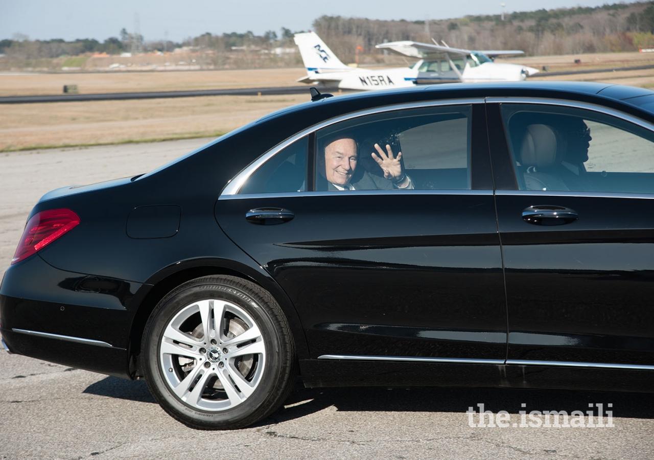 Mawlana Hazar Imam waves goodbye to the Jamati leadership as he leaves the airport.