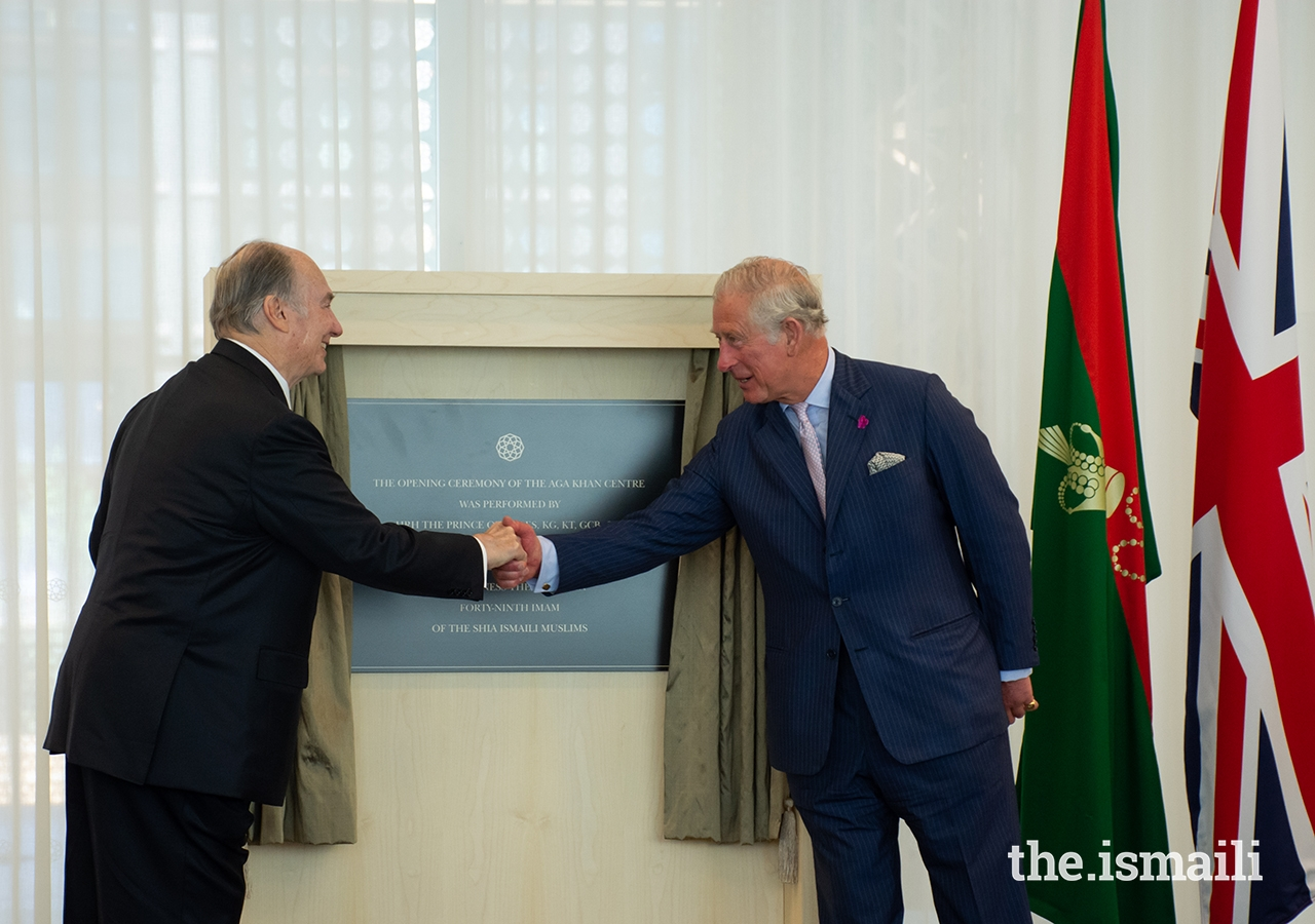 Mawlana Hazar Imam and HRH The Prince of Wales unveil a plaque to commemorate the opening of the Aga Khan Centre on 26 June 2018.