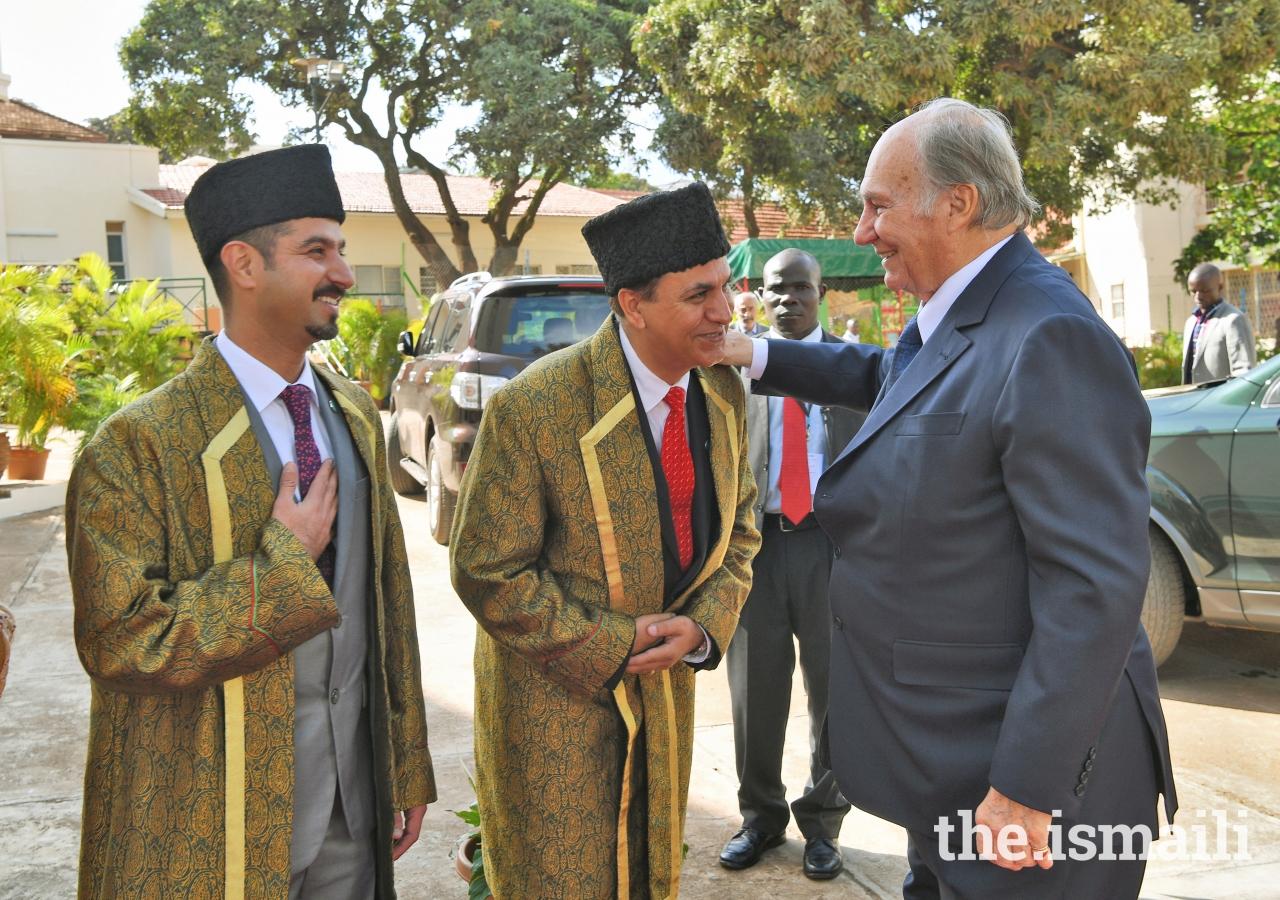 Mawlana Hazar Imam is received by Mukhisaheb and Kamadiasaheb upon his arrival at Darkhana, Kampala.