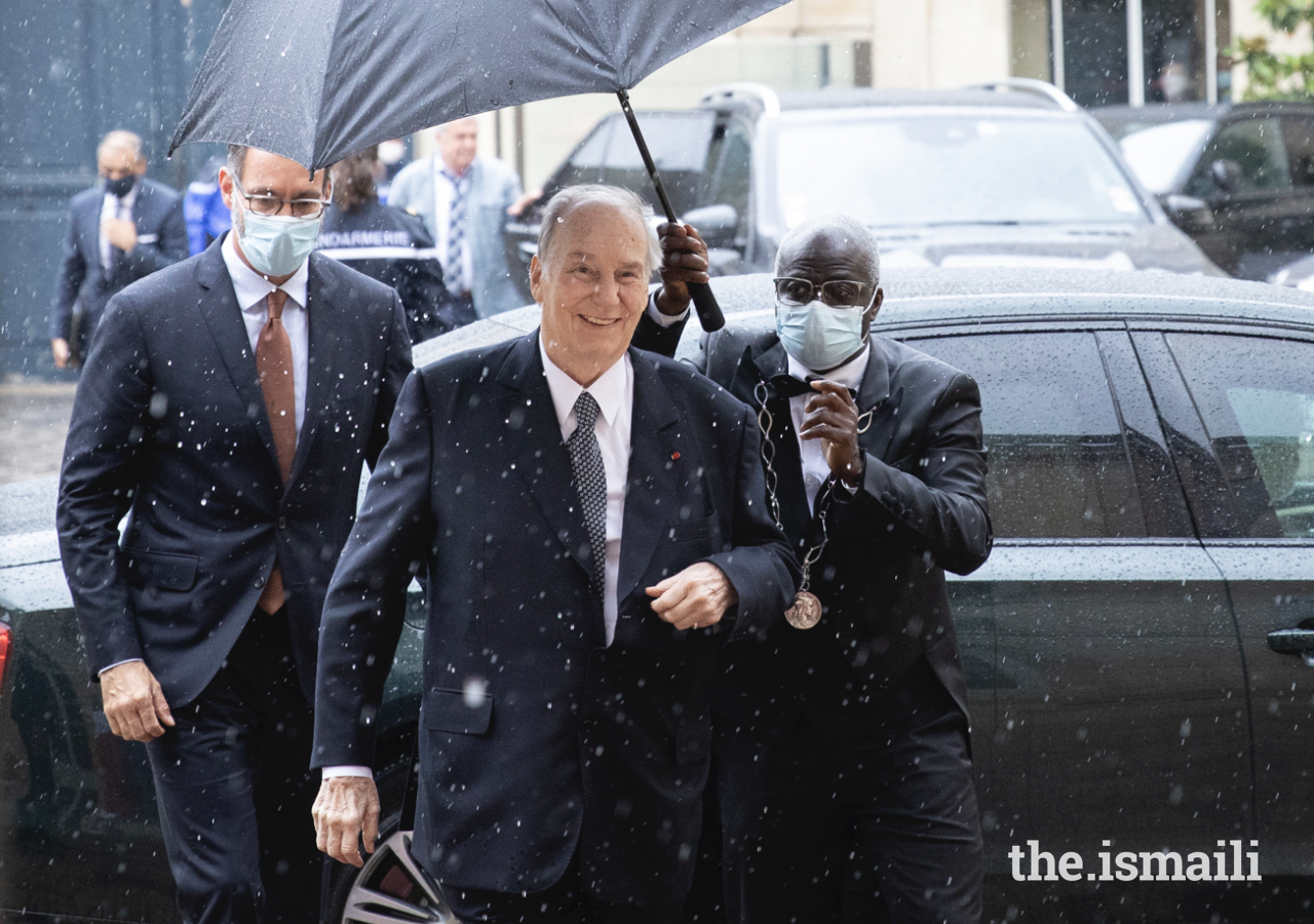 Mawlana Hazar Imam and Prince Rahim arrive at the Hotel de Matignon, the official residence of the Prime Minister of France.