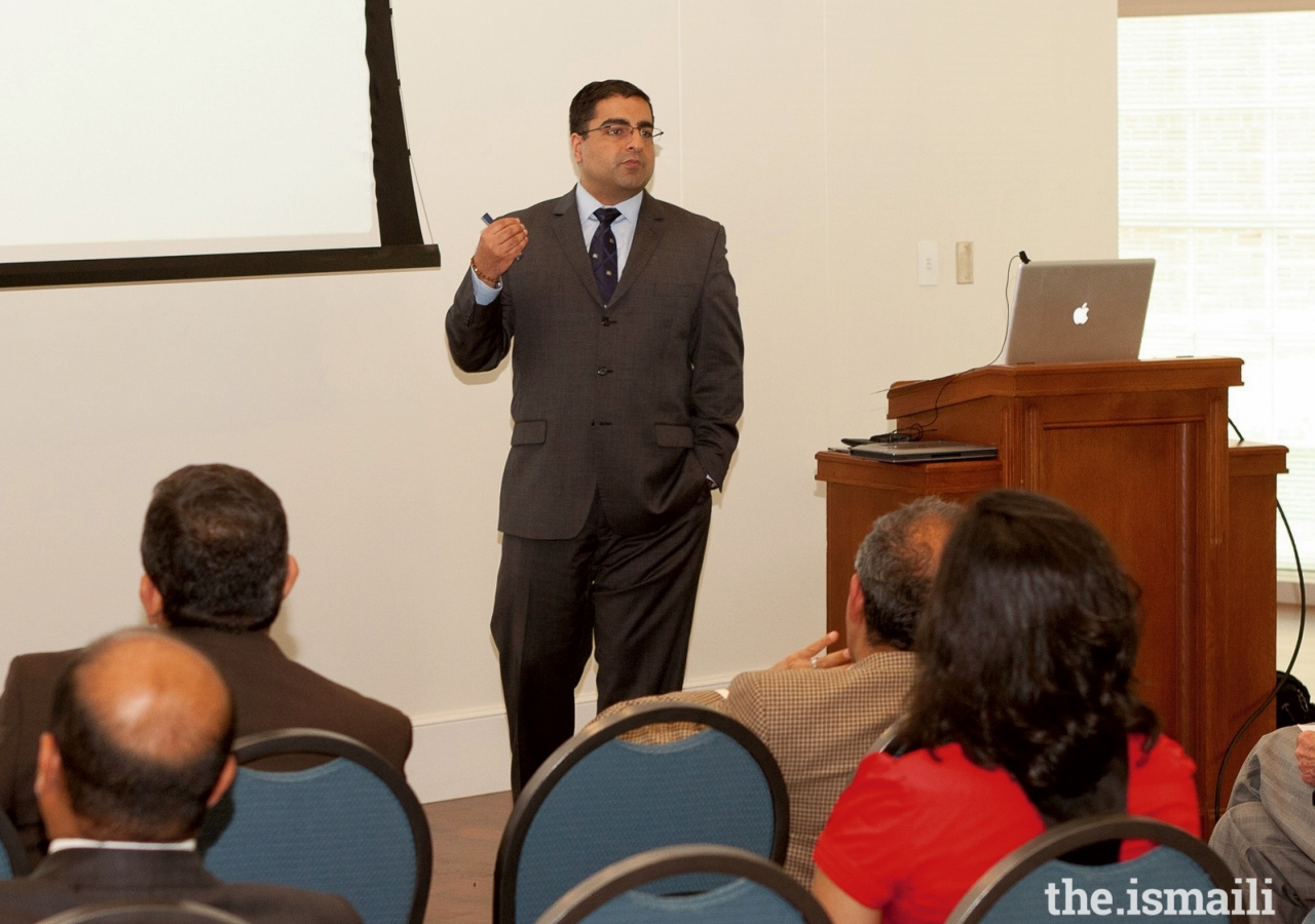 Dr. Hussein Rashid presenting a lecture on Islamic Contributions to American Arts at Southern Methodist University (SMU)