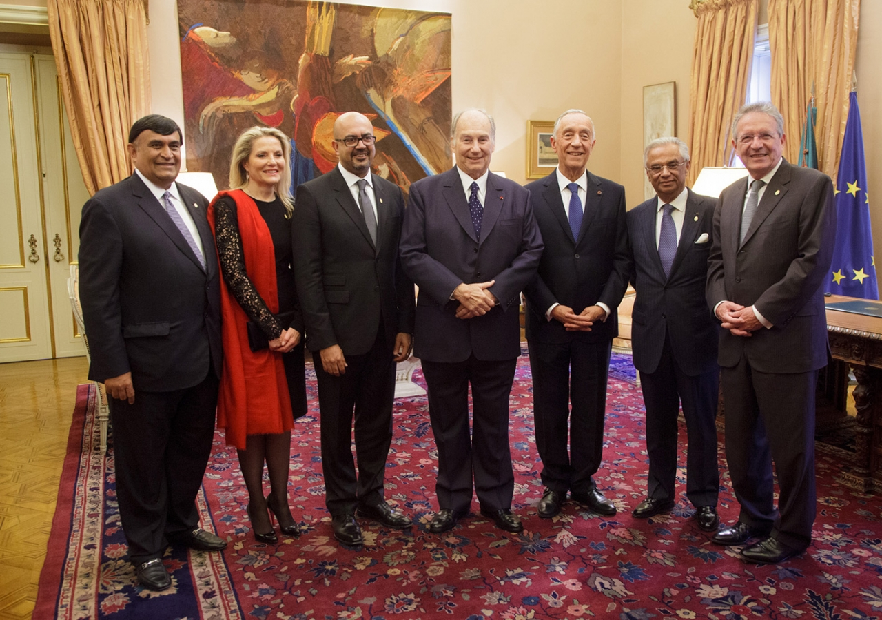 Mawlana Hazar Imam and President de Sousa together with the first five Senior Officials of the Imamat. AKDN / Luis Filipe Catarino