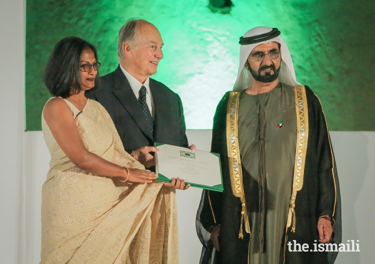 Marina Tabassum, receives the Aga Khan Award for Architecture from Mawlana Hazar Imam and His Highness Sheikh Mohammed bin Rashid Al Maktoum, Vice President and Prime Minister of UAE, and Ruler of Dubai, in 2016.
