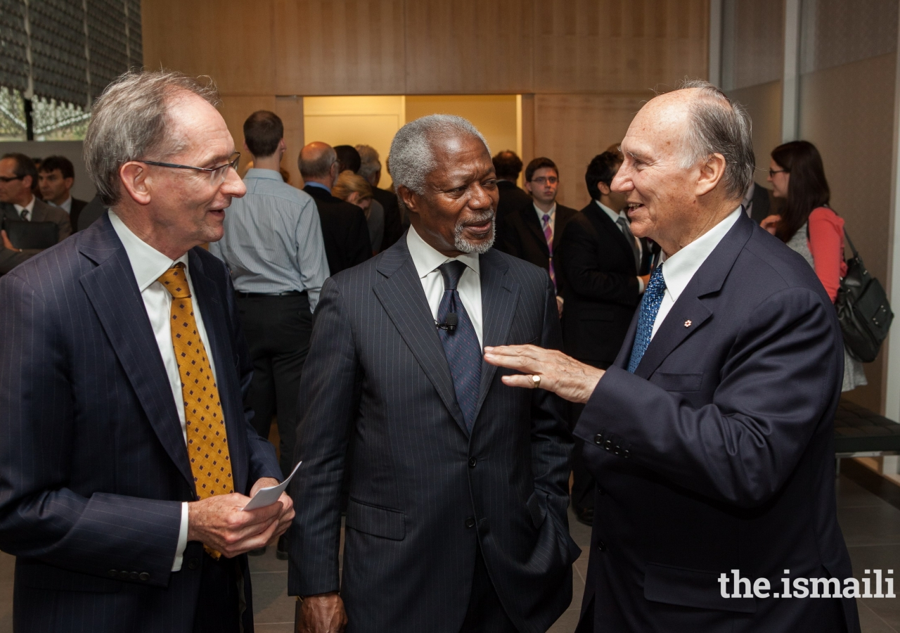 Kofi Annan in conversation with Mawlana Hazar Imam and Global Centre for Pluralism (GCP) Secretary General John McNee in 2013. Mr Annan served on the GCP Board since 2010 and delivered the GCP's Annual Pluralism Lecture in 2013.