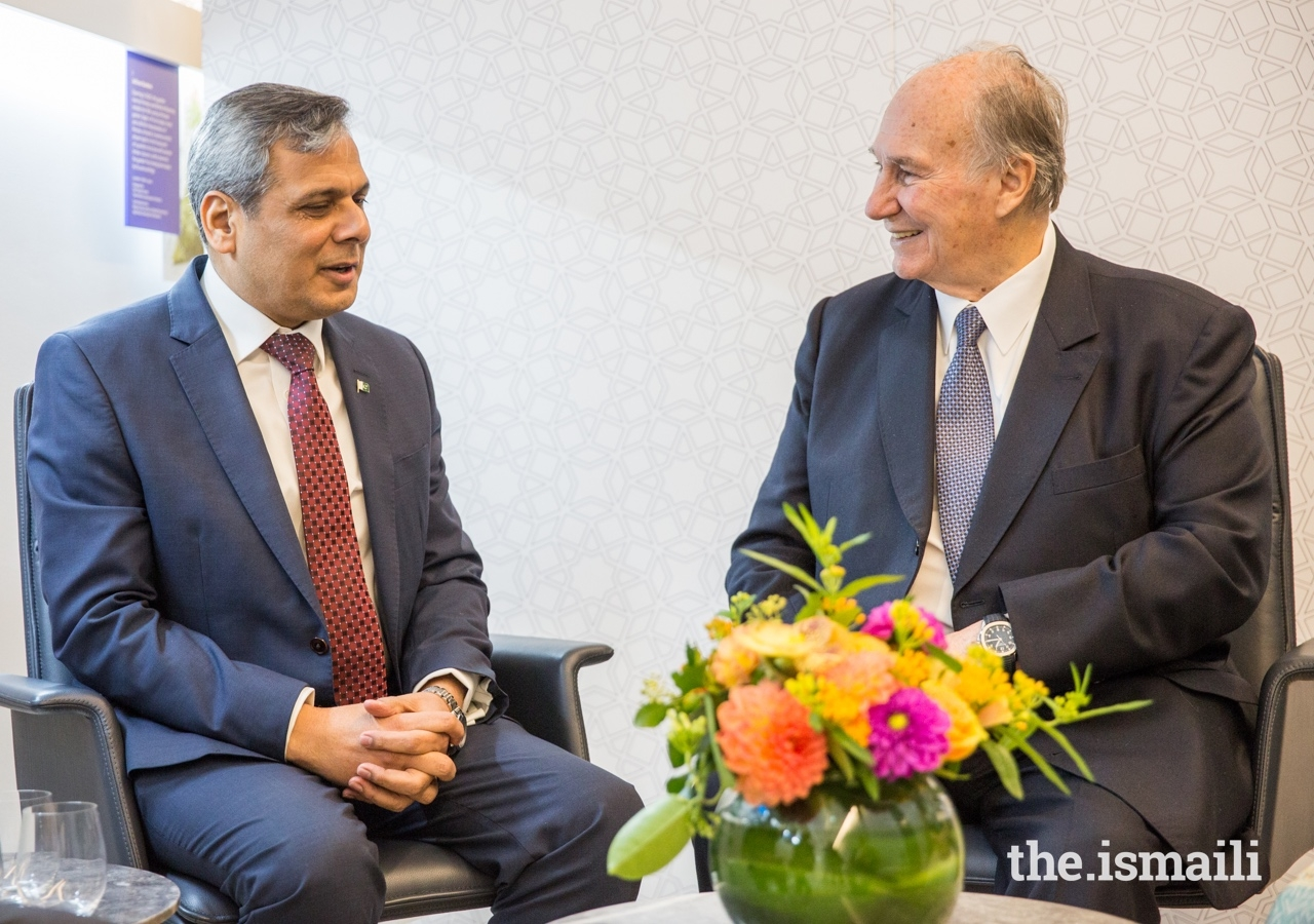 Mawlana Hazar Imam in conversation with the High Commissioner of Pakistan to the UK, His Excellency Mohammad Nafees Zakaria, at the Aga Khan Centre in London.