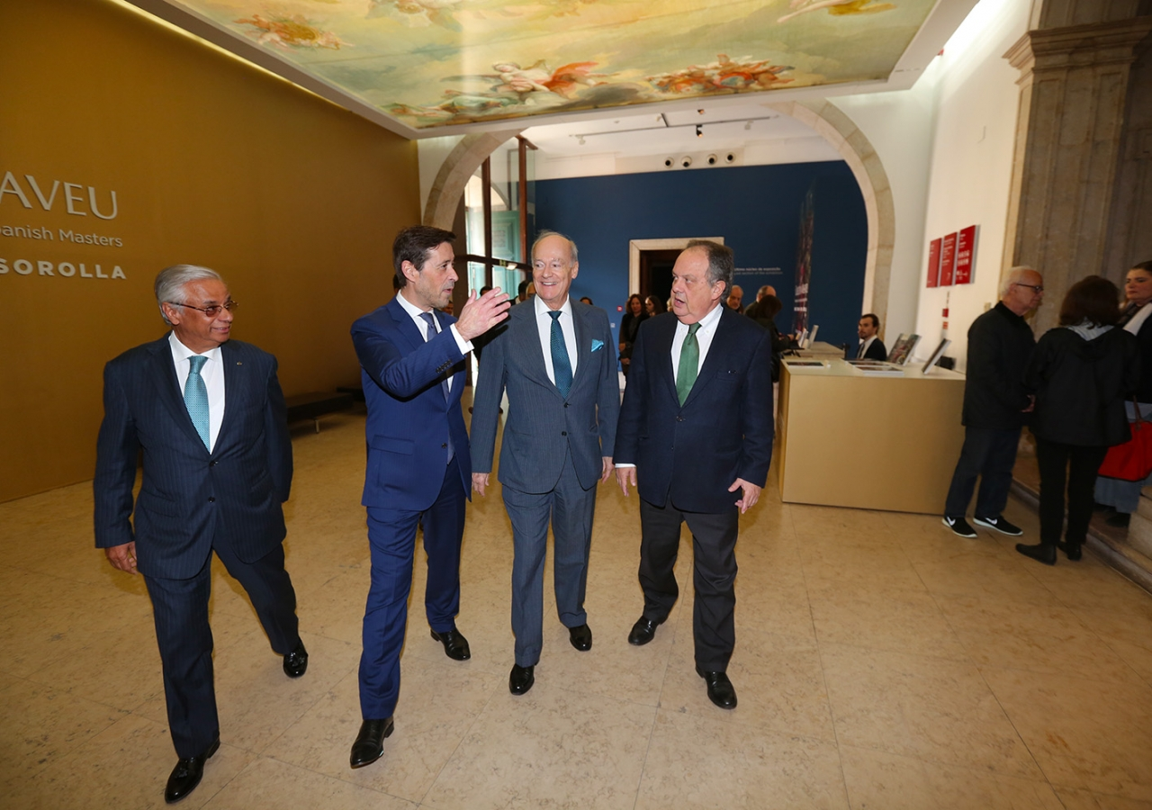 Prince Amyn is accompanied by Museum Director António Filipe Pimentel, Minister of Culture João Soares and AKDN Resident Representative Nazim Ahmad. José Caria