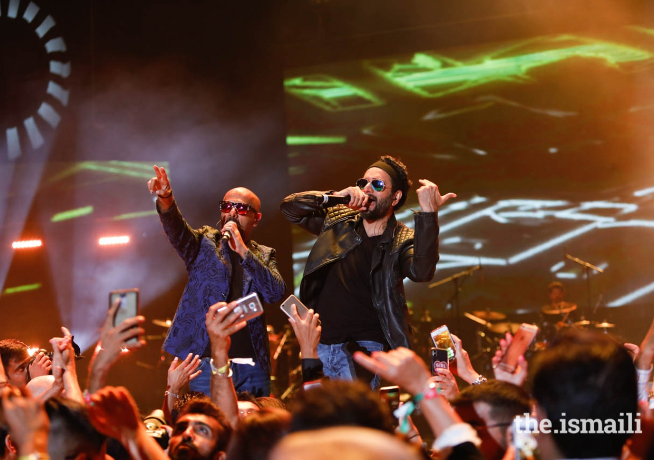 """Vishal & Shekhar engage the audience with their musical talents during the """"Kings of Rhythm"""" concert in Lisbon."""