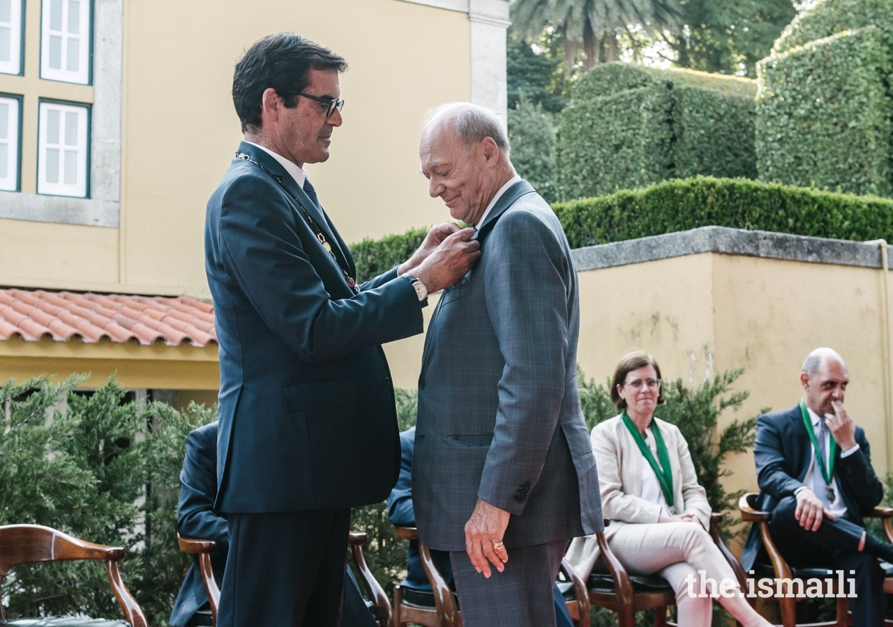 Prince Amyn is conferred with the Medal of Honour of the City of Porto by Mayor Mr Rui Moreira.