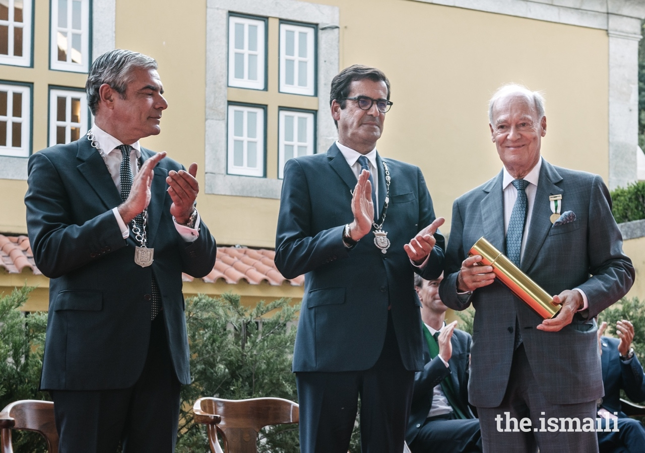 Prince Amyn was conferred with the Medal of Honour of Porto at a ceremony held at the Mayor's official residence.