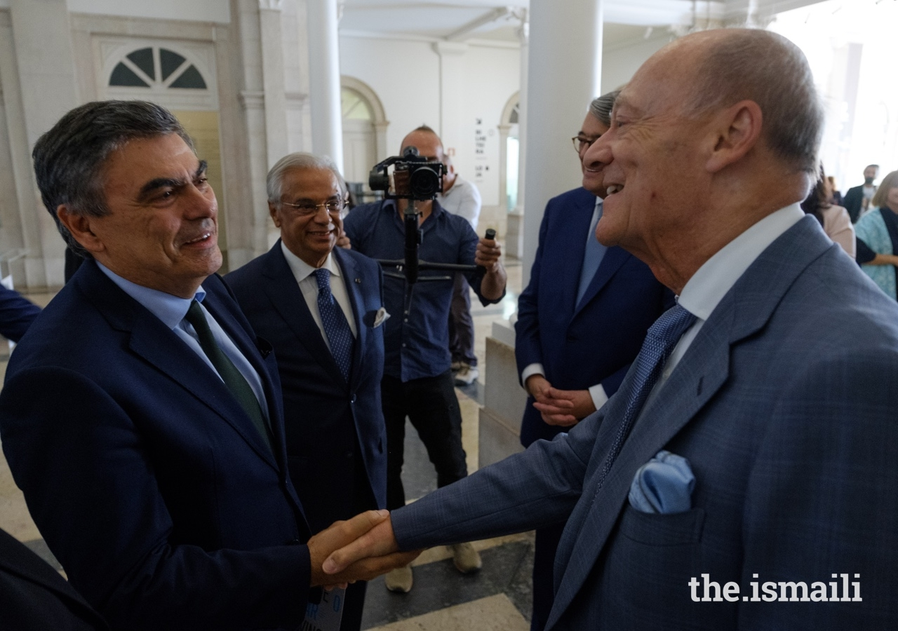Rector of the University of Lisbon, António Manuel da Cruz Serra, welcomes Prince Amyn to Portugal's National Museum of Natural History and Science.