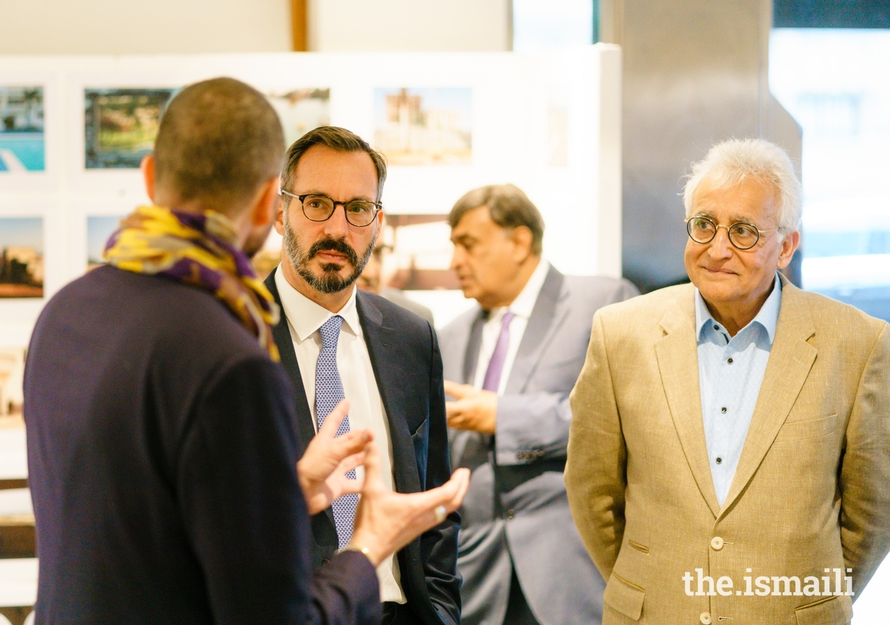Prince Rahim in conversation with Guillaume Bonn, as Assistant Curator Amin Abdulla Pardhan looks on.