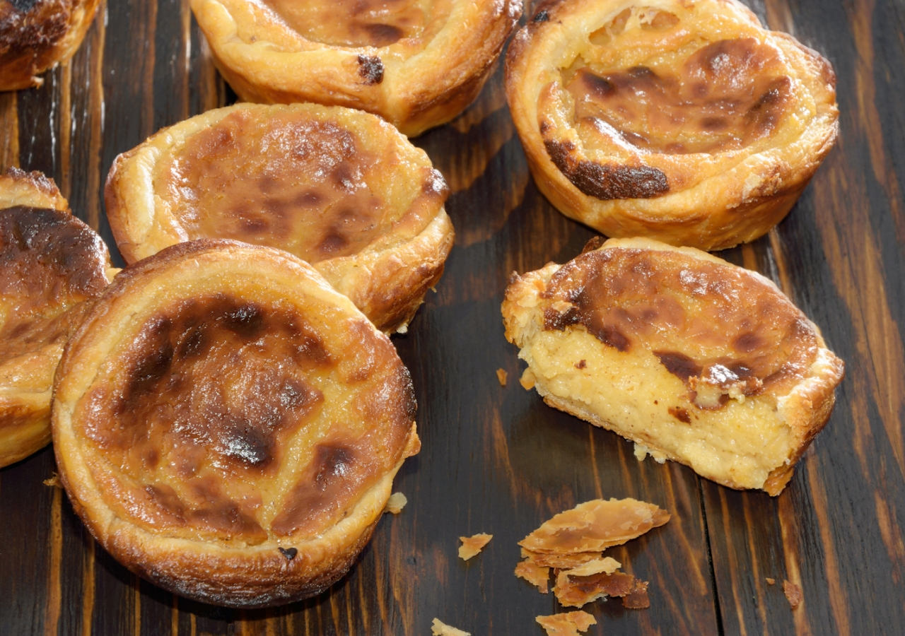 The perfect blend of egg and creamy custard make these pastéis de nata simply irresistible!