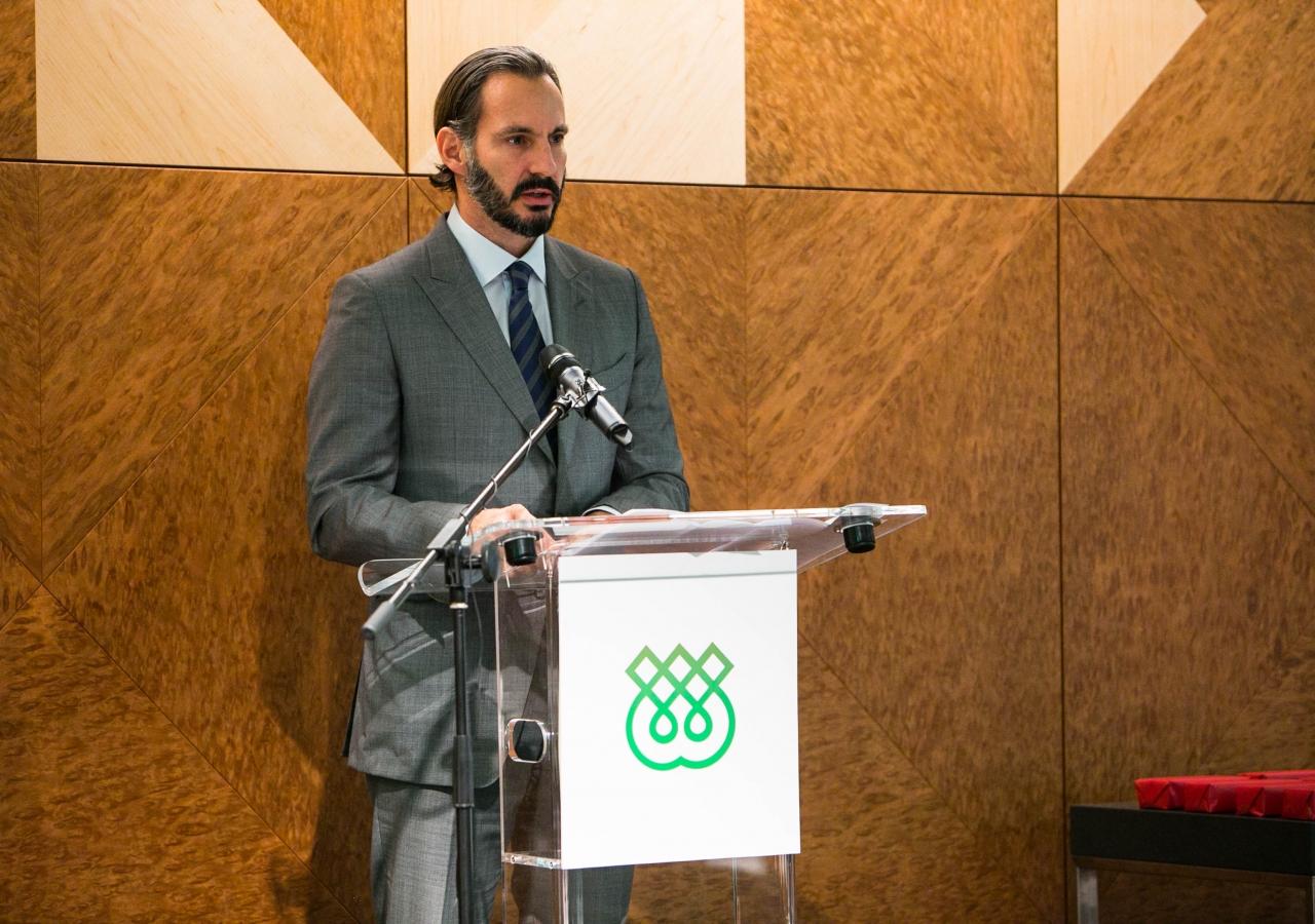 Prince Rahim addresses staff and students at the IIS' 40th anniversary celebration