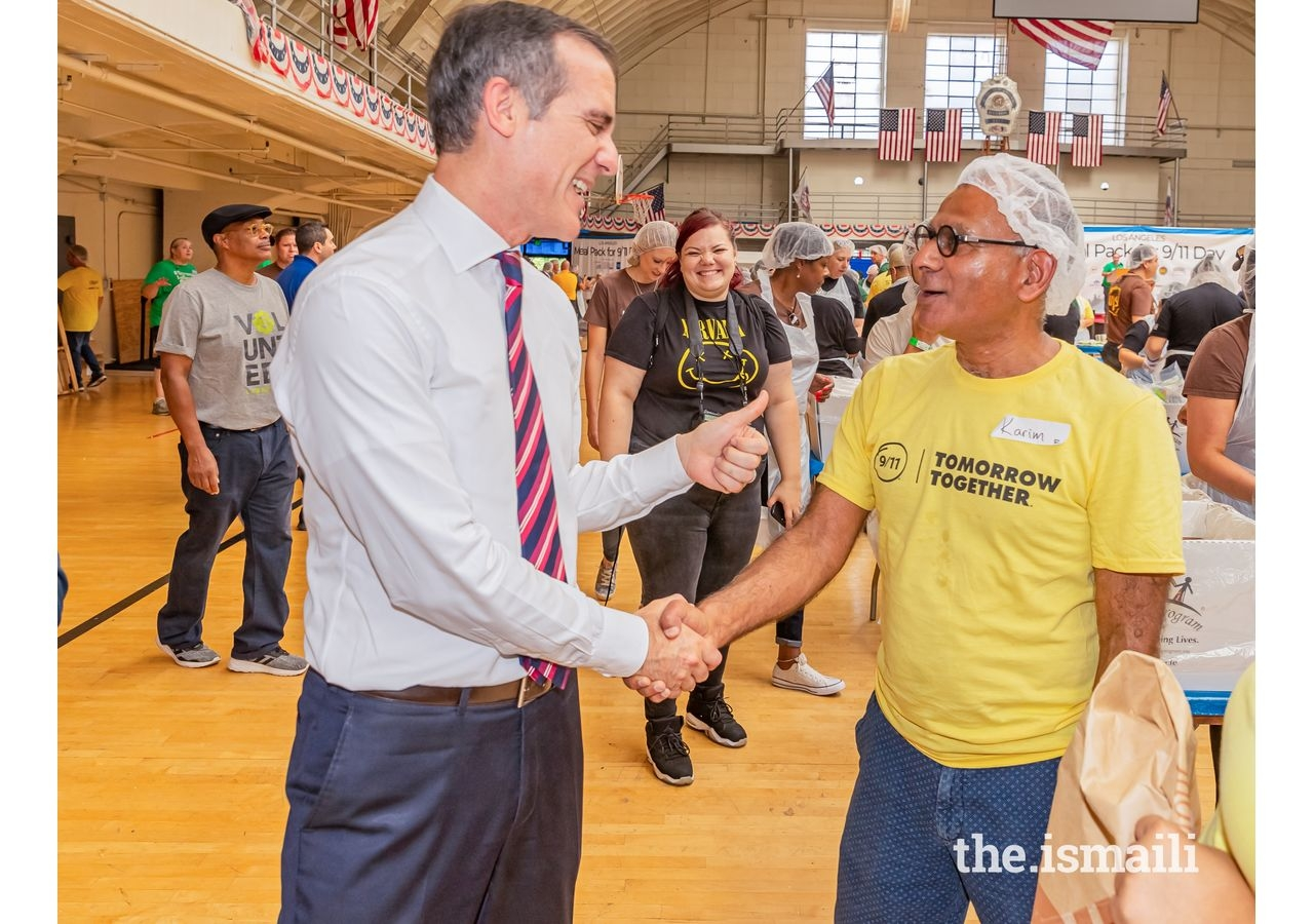 Los Angeles Mayor Eric Garcetti gives Karim Gowani a thumbs up at the 9/11 Day of Service.
