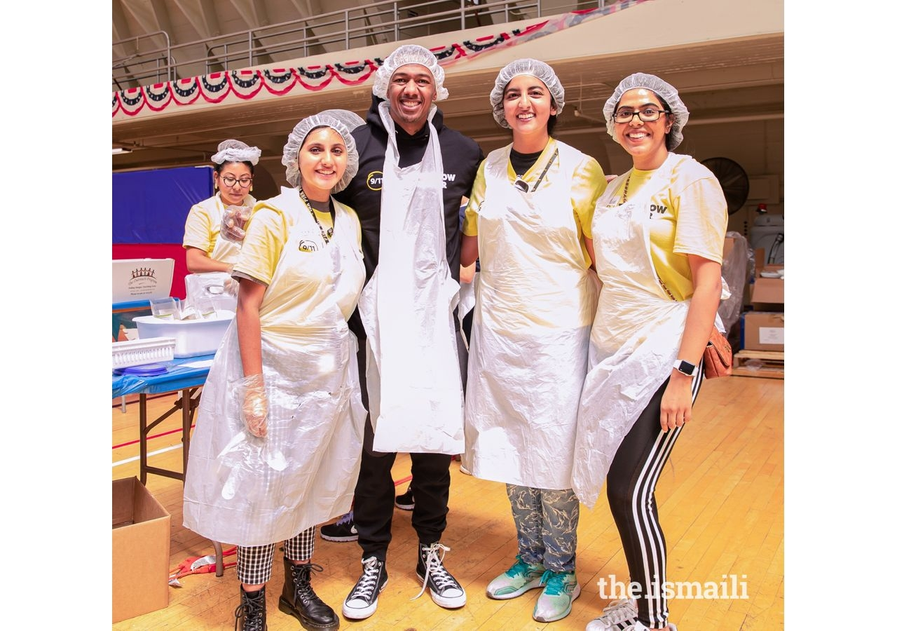 I-cerv volunteers and celebrity Nick Cannon take a picture together at the 9/11 Day of Service.