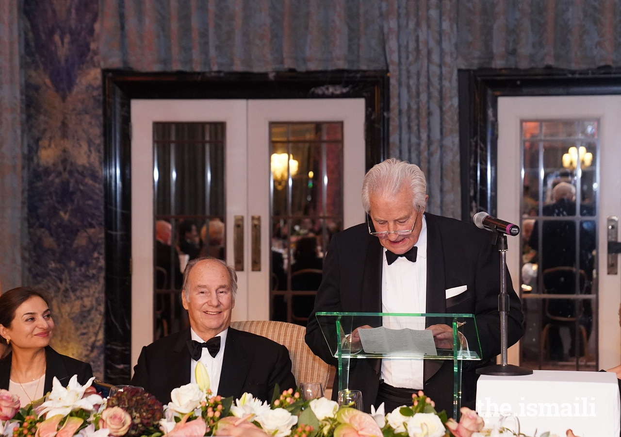 Sir Nicholas Barrington, an honorary vice-president of The Pakistan Society, delivers the citation for The Pakistan Society Award, presented to Shoaib Sultan Khan.