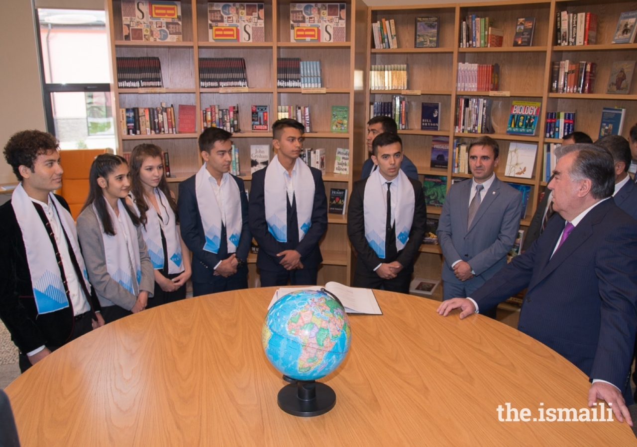 President Emomali Rahmon speaking with students in the Library of the University of Central Asia's Khorog Campus.