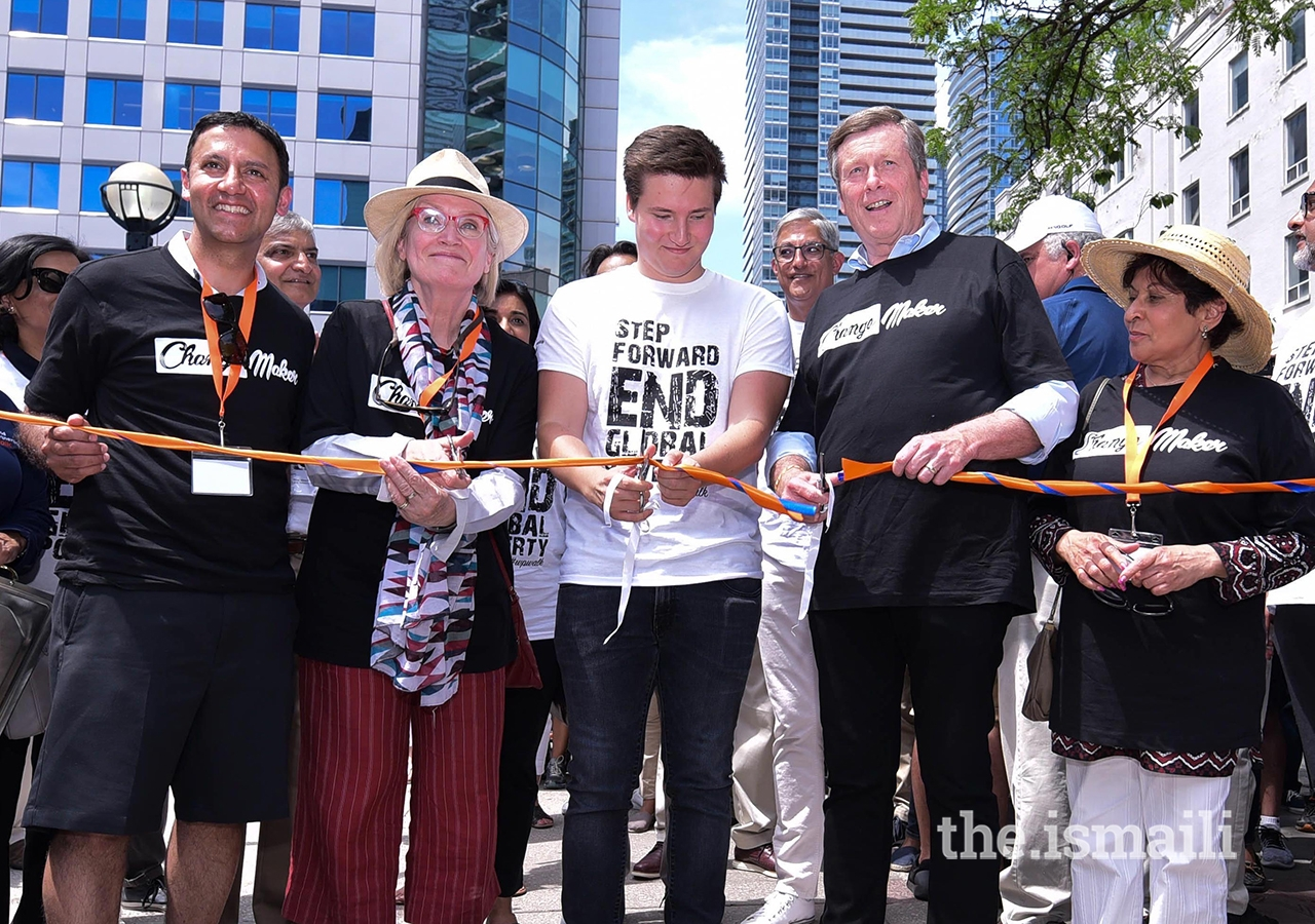 Member for Parliament Arif Virani, Minister of Crown-Indigenous Relations and Northern Affairs Carolyn Bennett, Toronto Mayor John Tory and Member for Parliament Yasmin Ratansi join Prince Aly Muhammad in opening the World Partnership Walk Toronto.