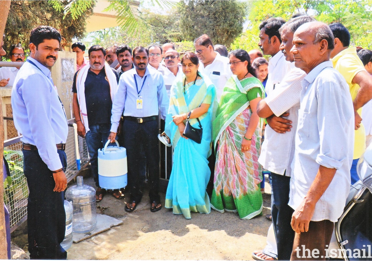 Seen in the photograph at the time of inauguration of water filter project are Mrs. Kanchan Choudhary - President, Municipal Council Yavatmal with other ward members, President of the Ismailia Urban Credit Co-op. Society Mr. Salim Lalani and directors of society, Mukhisaheb - Kamadiasaheb and other dignitaries.